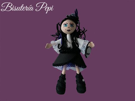 Fofucha gótica goma eva http://bisuteriapepi.com/fofucha-gotica-goma-eva