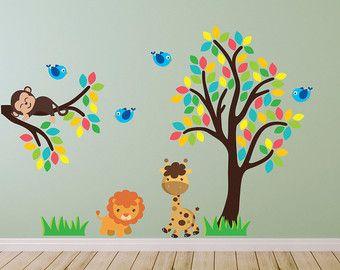 Fancy Hellen Baum mit Dschungel Tiere Wandsticker Wandtattoo von Mirrorin