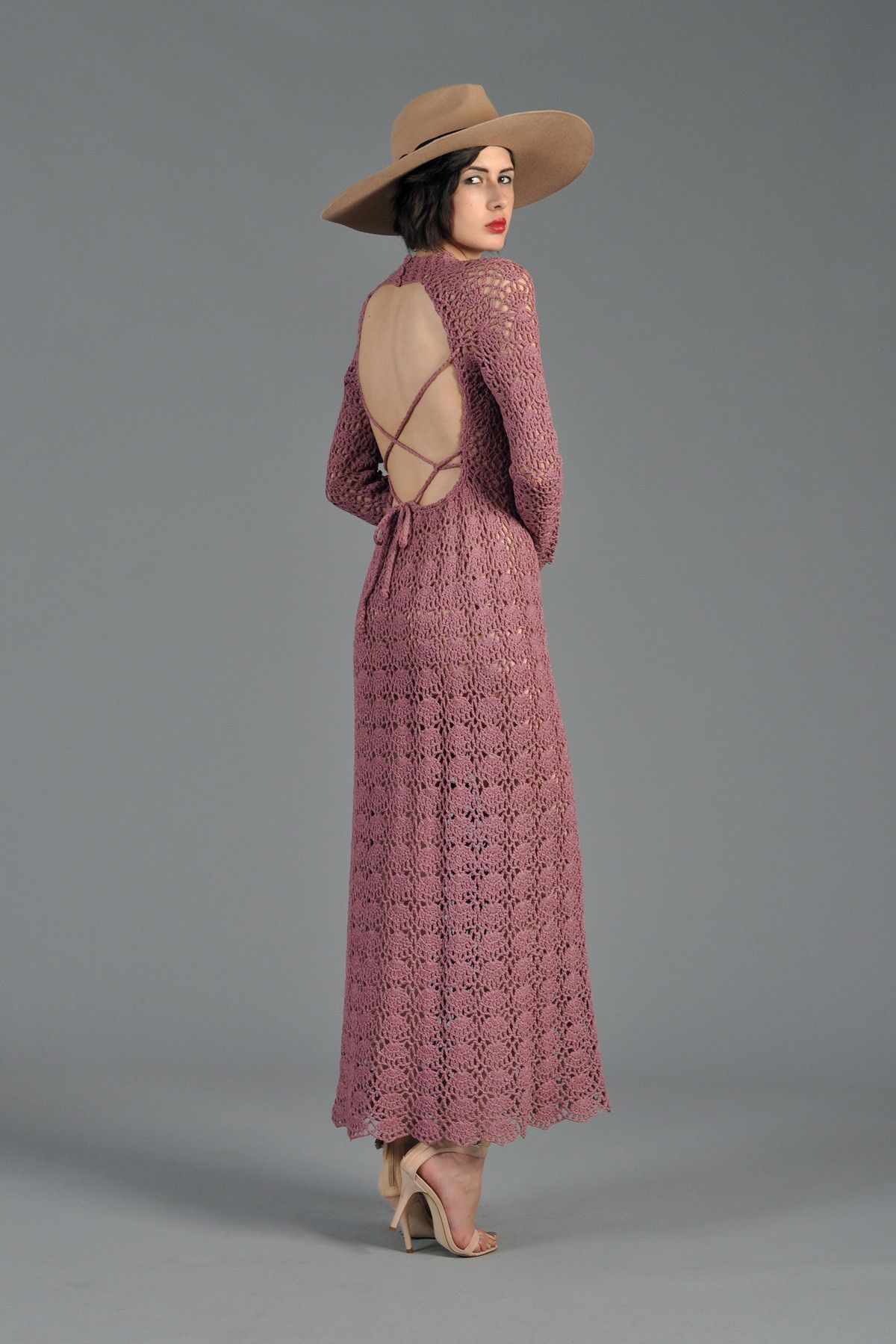 bustown-modern-vintage-rose-crochet-keyhole-back-maxi-dress-005.jpg (1200×1799)