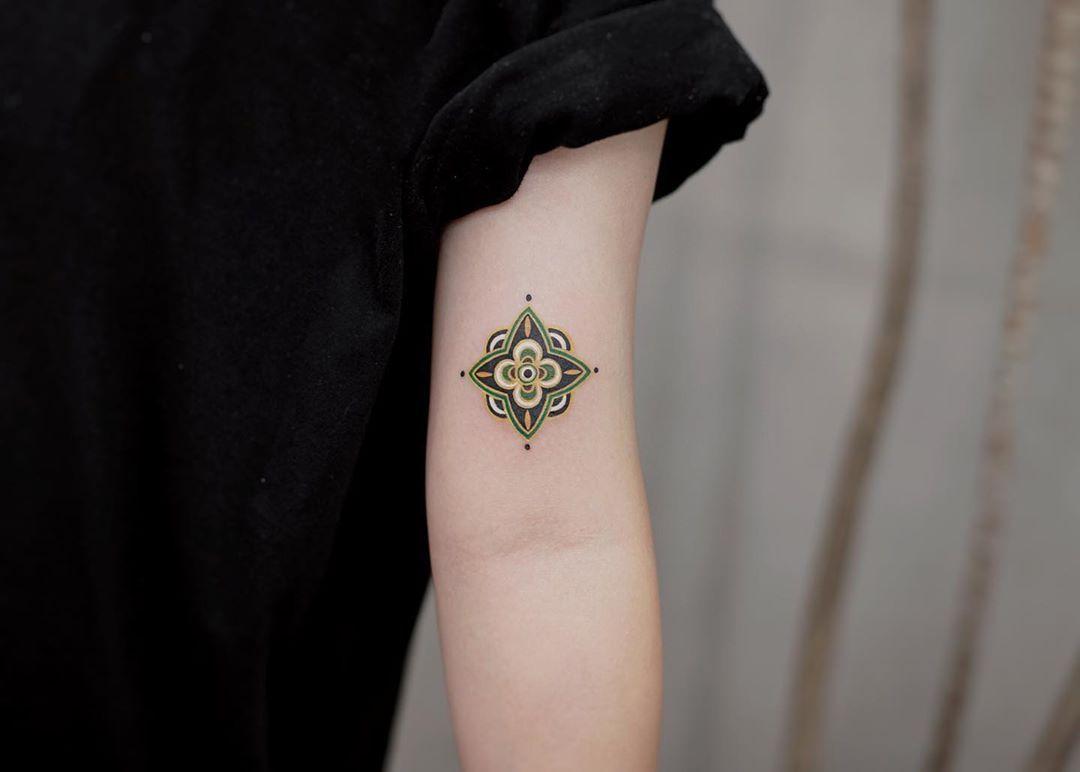 """Qnina on Instagram: """"💚 One of ~💚 . . . #tattoo #tattoos #tattooideas #tattoosleeve #tattooedgirls #tattoolovers #tattoolover #tattoolove #love #lovetattoo…"""""""