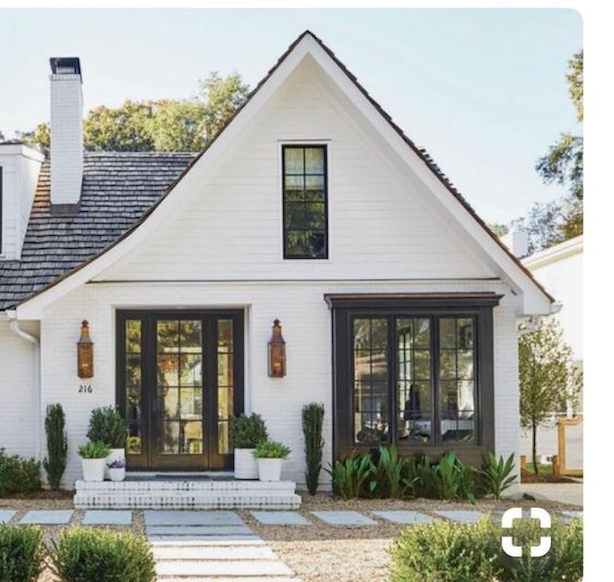 33 Beautiful Modern Farmhouse Exterior Design Ideas 20 In Small Modern Farmhouse Exterior In 2020 Modern Farmhouse Exterior Modern Cottage White Farmhouse Exterior
