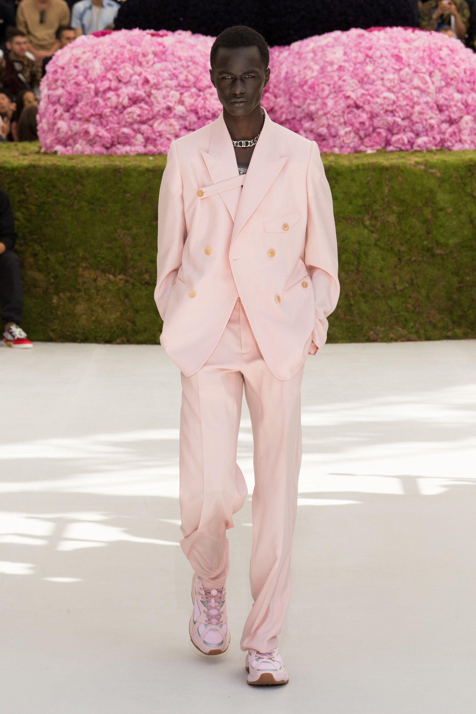 Dior Homme Spring 2019 Menswear Fashion Show Collection  See the complete Dior  Homme Spring 2019 Menswear collection. Look 24 25833d0784e