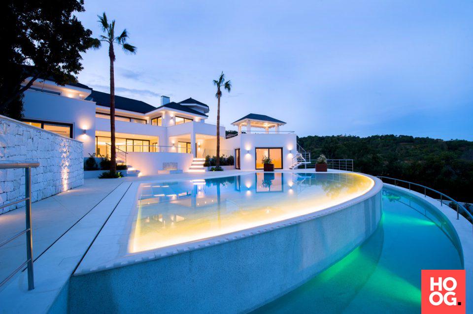 Luxe villa met moderne architectuur luxe zwembad zwembad in tuin