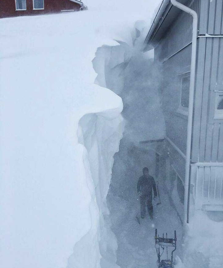 Over 13 ft 4 meters of snow at this Riksgränsen ski resort in northern Sweden 27 People Show What Its Like to Live in Extreme Weather Conditions and Its Not for the...