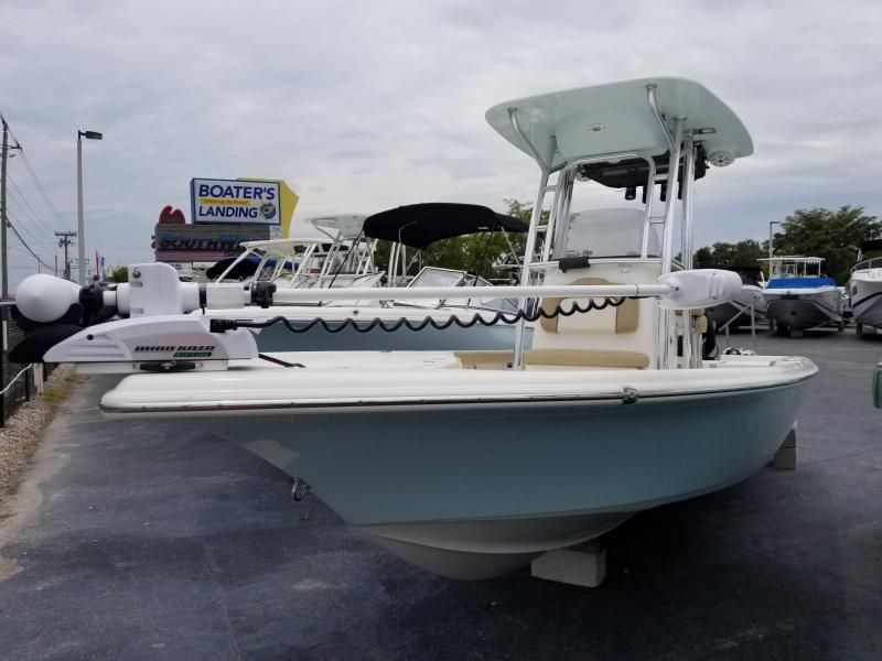 i love the look of this classic light blue boat my dad is looking into buying a boat i will have to show his this boat boat bay boats buy a pinterest