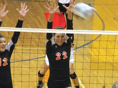 Kyle Shaner Advocate Photo Versailles Lauren Bruns Goes Up For A Block During A Sectional Tournament Volleyball Match Again Advocate Darke County West Liberty