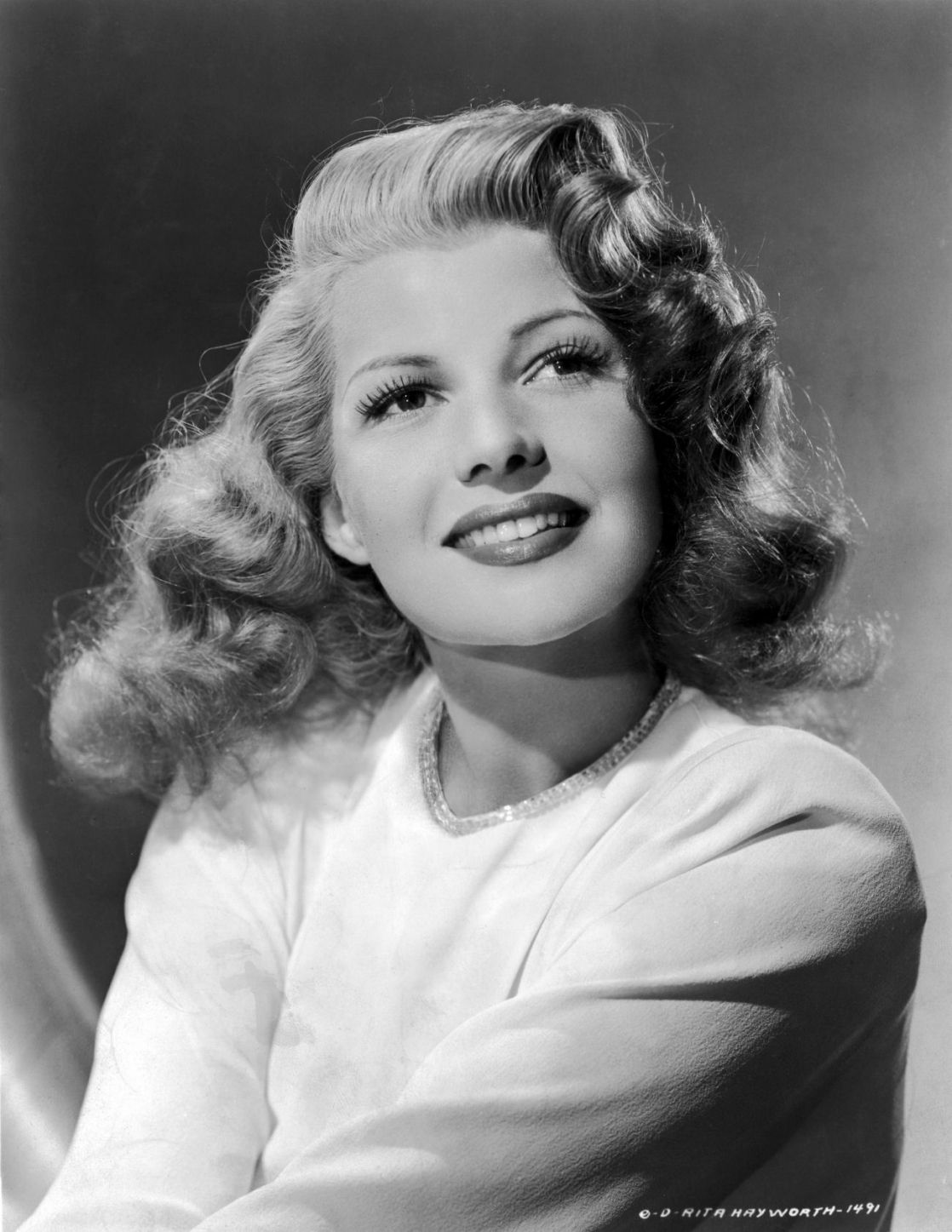 "hitchcock-muse: "" ""Rita Hayworth, c. mid-1940s. "" """