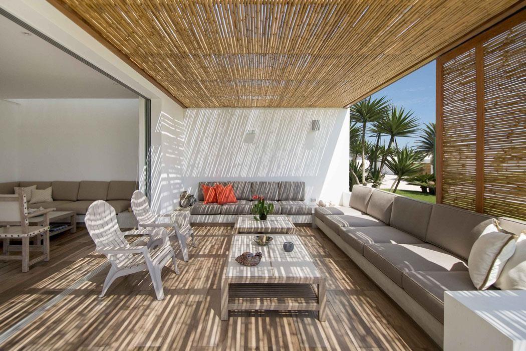 Cannisse en tiges de bambou pour un effet ombragé agréable des parties extérieures