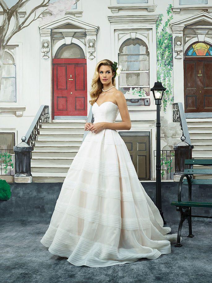 Sie nicht Justin Alexanders neueste Brautkleider-Trends für 2018!