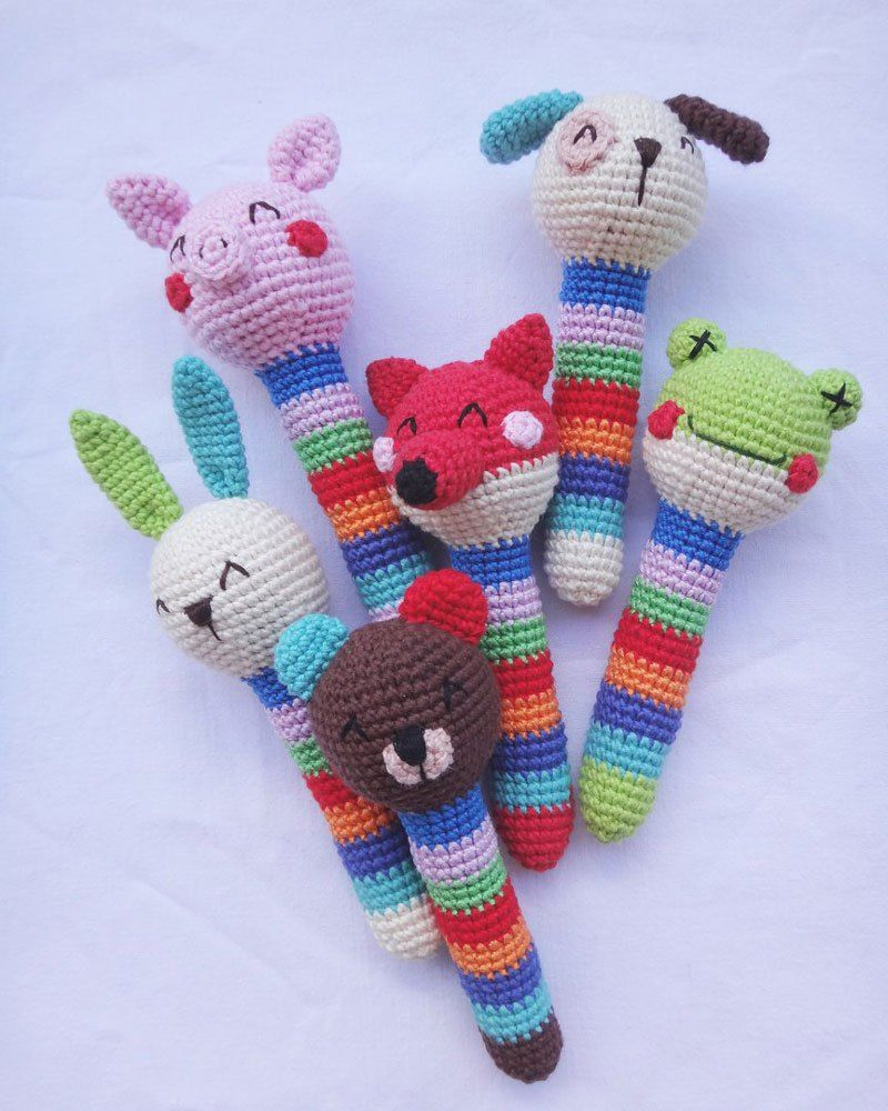 Crochet animal baby rattles + patterns | Häkeltiere, Frei und Muster