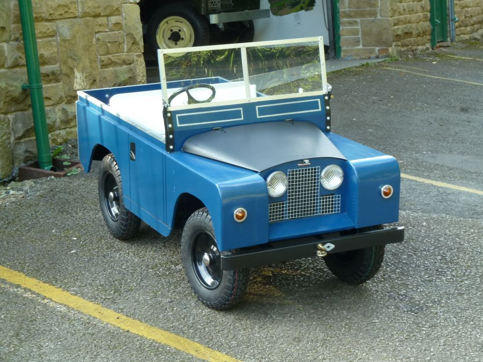 Toylander Scale Model Electric Powered Land Rover Pedal Cars