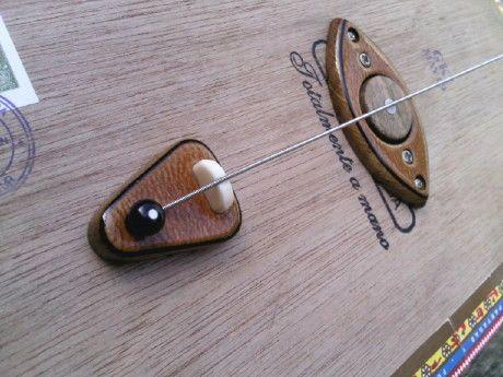 diddley bow cigar box guitars guitar building cigar box guitar box guitar. Black Bedroom Furniture Sets. Home Design Ideas