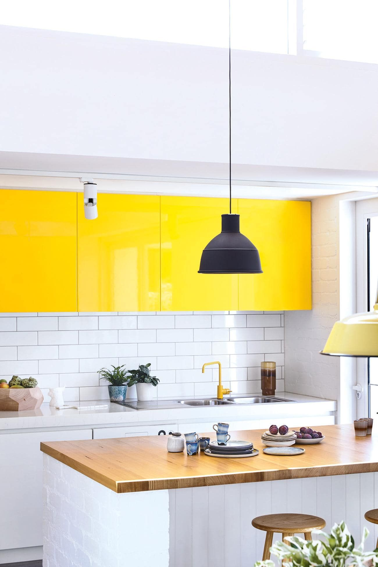 Buemellow yellowucbue the bold colour of the cabinet doors give this
