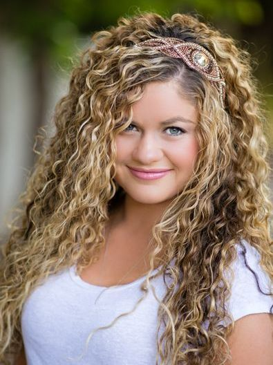 Long Blonde Hairstyles For Naturally Curly Hair Round Face Women With Headband And Highlight Curly Hair Styles Naturally Curly Hair Styles Permed Hairstyles
