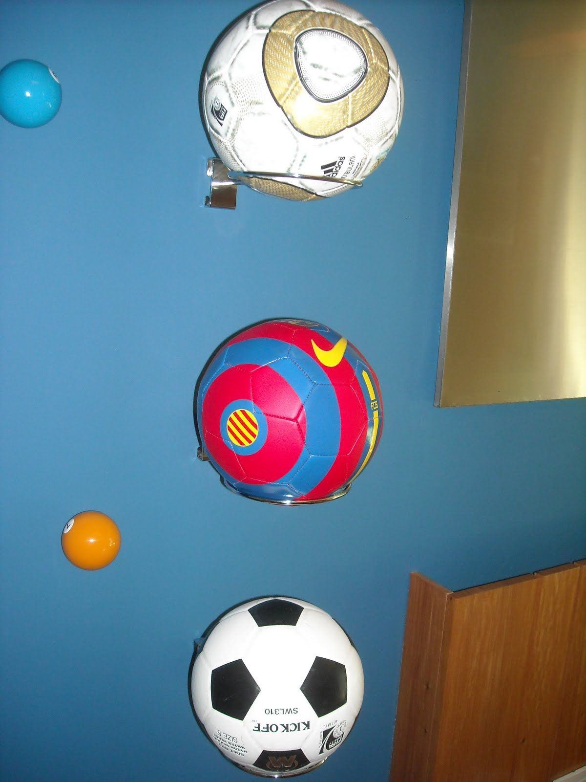 d9251b24db227 Aros para organizar bolas de futebol no quarto Organização Do Quarto Das  Crianças