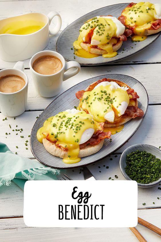 Egg Benedict Breakfast First Eier Bendedict sind ein US-amerikanisches Frühstücksgericht aus pochierten Eiern auf Röstbrot oder halbierten englischen Muffins mit einer Scheibe angebratenen gekochten Schinkens oder Frühstücksspecks und Sauce Hollandaise. #Eggbenedict #REWE #Breakfast #hollandaisesauce