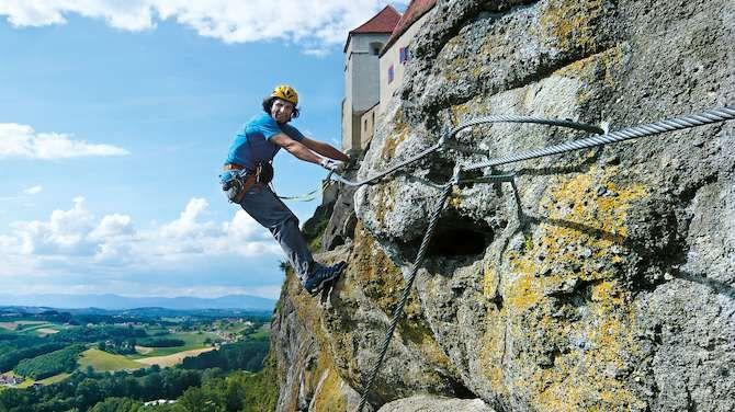 Klettersteig Uk : Die riegersburg klettersteige bieten viel luft nach unten