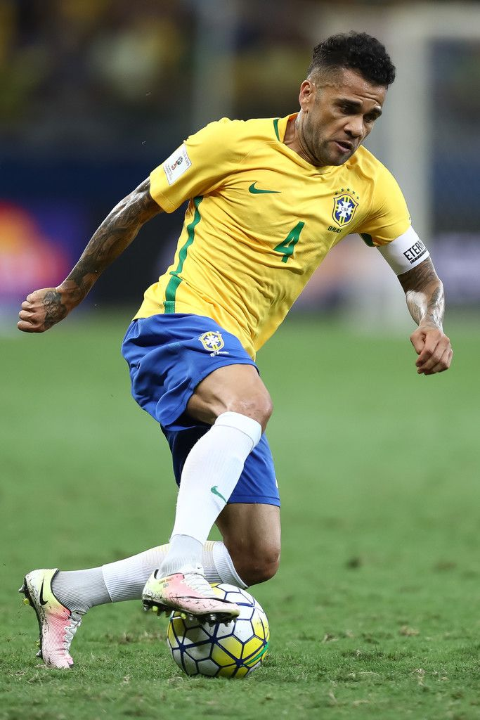 Daniel Alves of Brazil controls the ball during a match between Brazil and  Argentina as part of 2018 FIFA World Cup Russia Qualifier at Mineirao  stadium on ... c0bbb863fe9b6