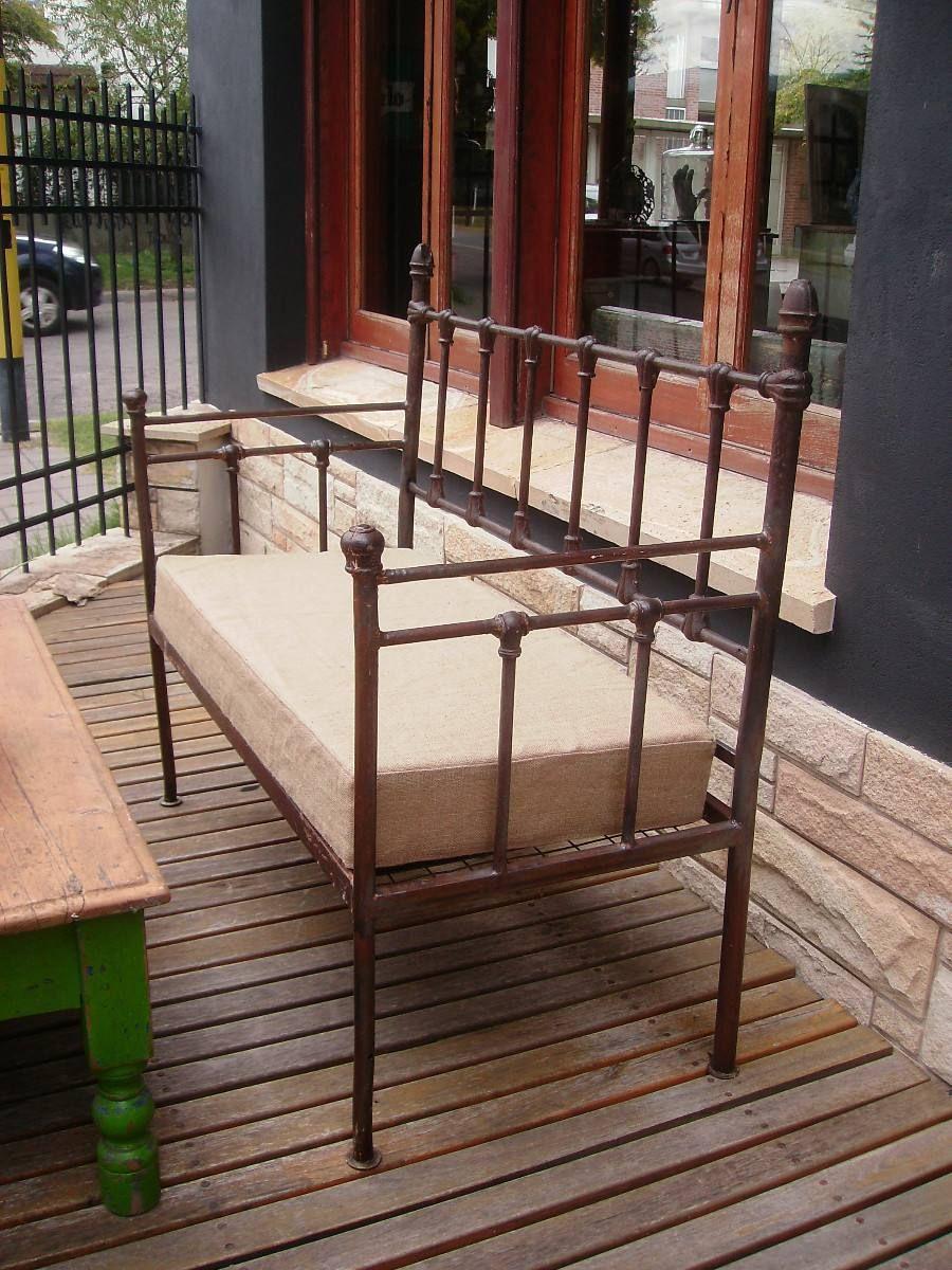 Antiguo camastro sill n de hierro c molduras de fundici n for Muebles de jardin de hierro forjado