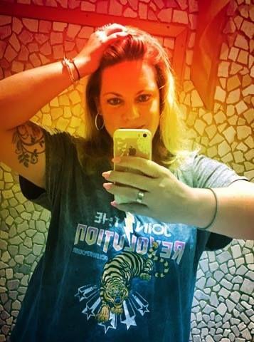 """Heute kam mein """"Join the Revolution T-Shirt"""" an... ein Gewinn den ich bei einer Aktion von MS Mode """"abstauben"""" konnte. :) ...Zeit, sich mit meinem gespaltenen Verhältnis zu T-Shirts auseinanderzusetzen... #msmode #jointherevolution #curvepower"""