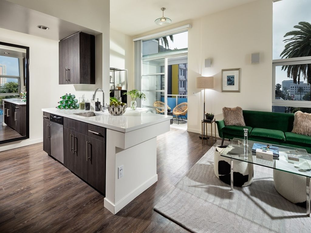 Santa Monica Apartments In 2020 Santa Monica Apartment Renting A House Home