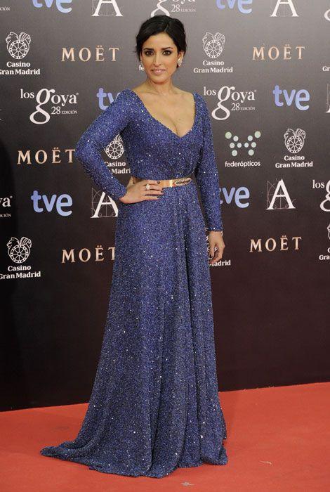 inma cuesta luce un vestido azul de iván campaña en la gala premios
