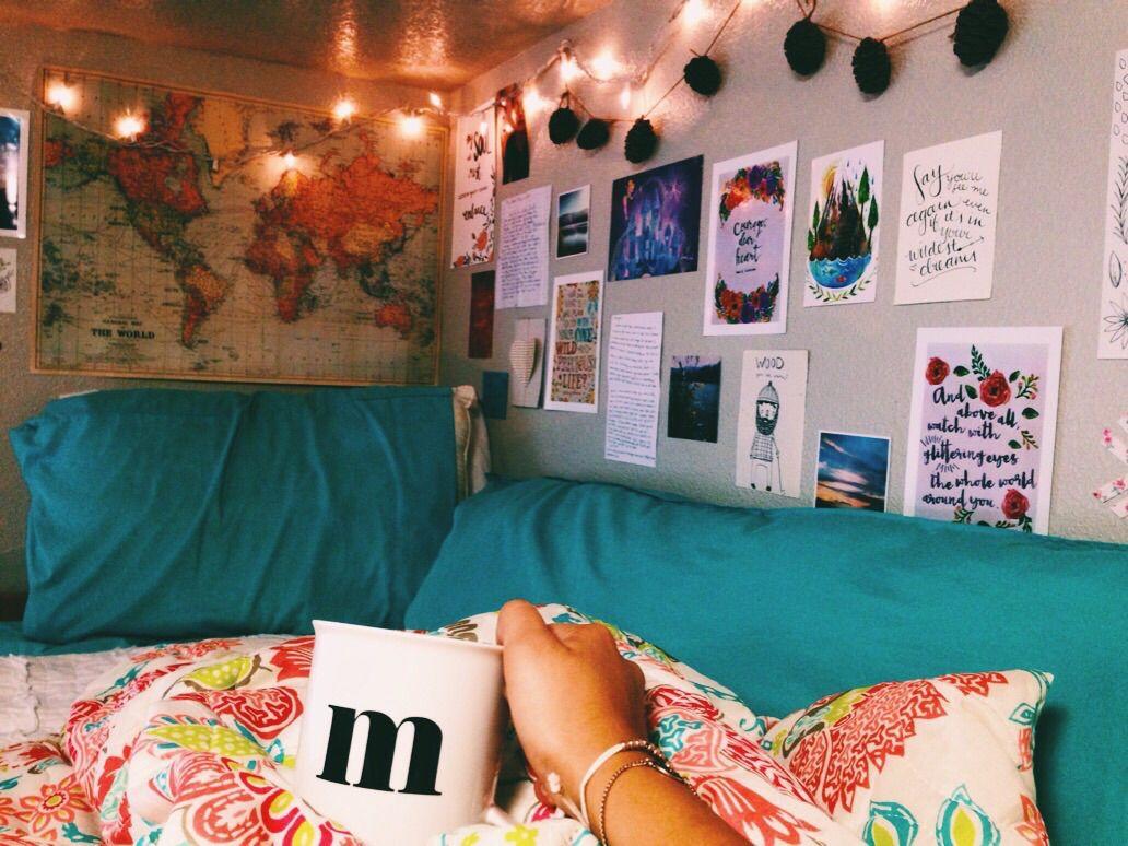 Kleuren Slaapkamer Jeugd : Love the arrangement of the pics on the wall studentenkamer