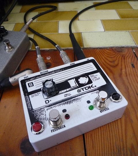 diy guide to feedback loop pedals dave diy guitar pedal guitar store guitar effects pedals. Black Bedroom Furniture Sets. Home Design Ideas