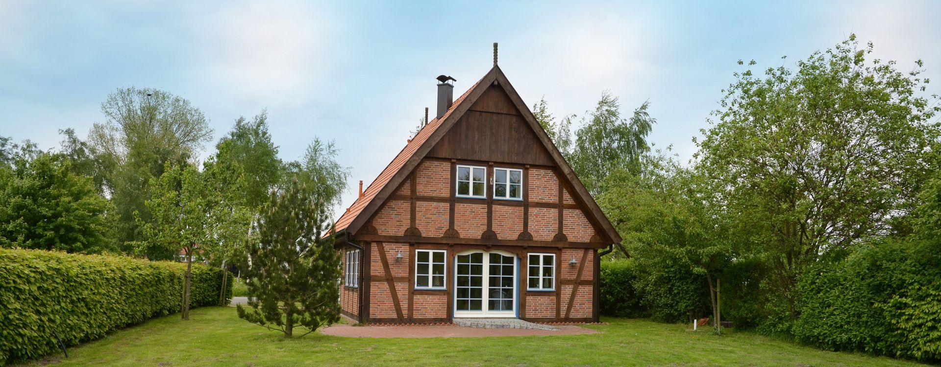 deutsche landhaus klassiker musterh user fachwerkhaus haus musterhaus und fachwerkhaus bauen. Black Bedroom Furniture Sets. Home Design Ideas