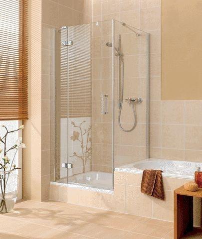 Een klassiek badkamer samen met een douche en bad combinatie naast elkaar klassieke badkamers - Winkelruimte met een badkamer ...