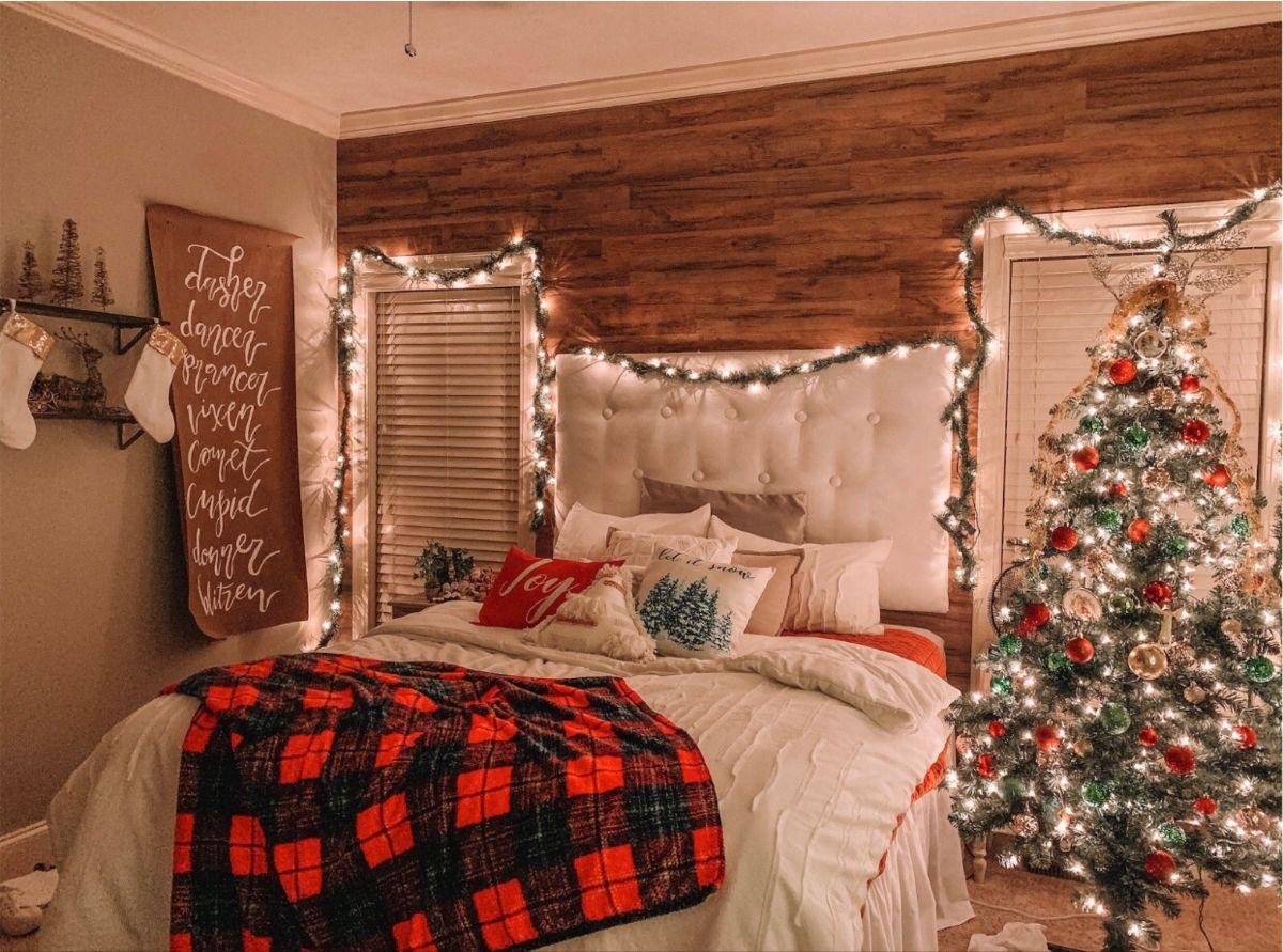 Pin By Steffany De Santiago On Inspo Christmas Room Decor Christmas Room Holiday Room Decor A cozy christmas bedroom