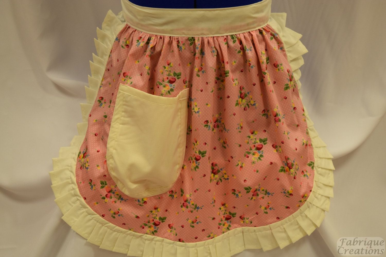 White half apron vintage - Retro Vintage 50s Style Half Apron Pinny Pink White Spot With Strawberries And