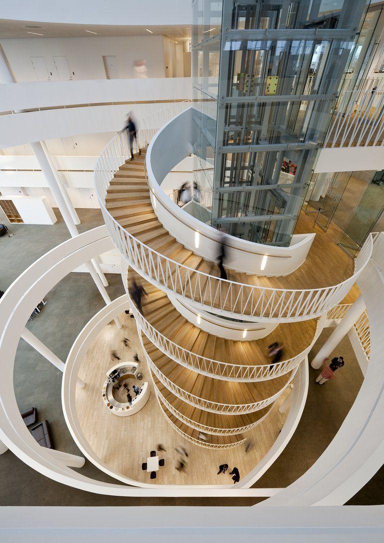 spiral staircase Hada Googlom Mall retail shopping