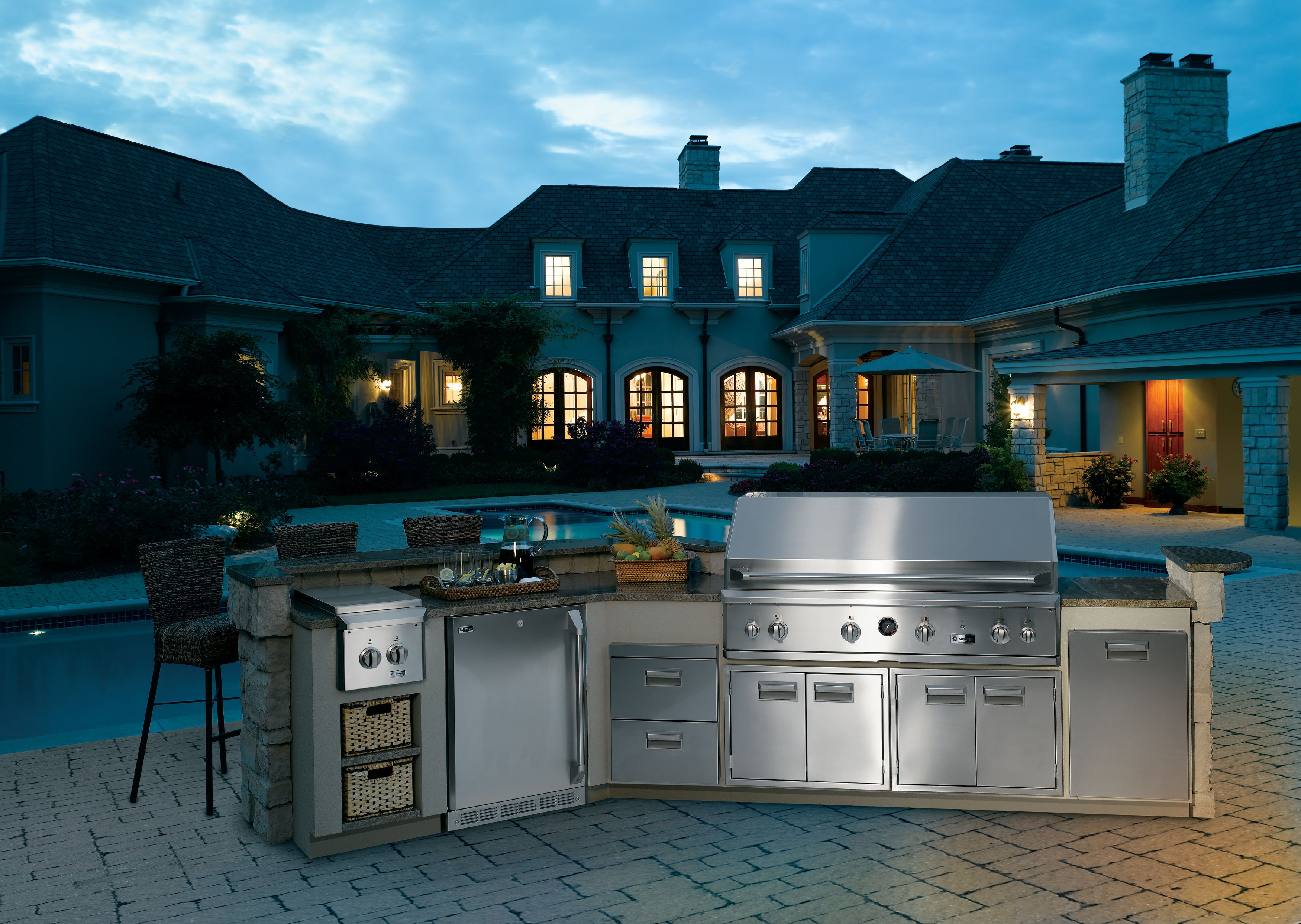 Check out this outdoor GE cooking oasis! Modular outdoor
