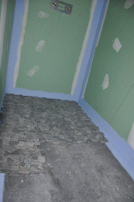 J Installe Des Galets Dans Une Douche A L Italienne Douche Italienne Renovation Douche Et Galet Douche