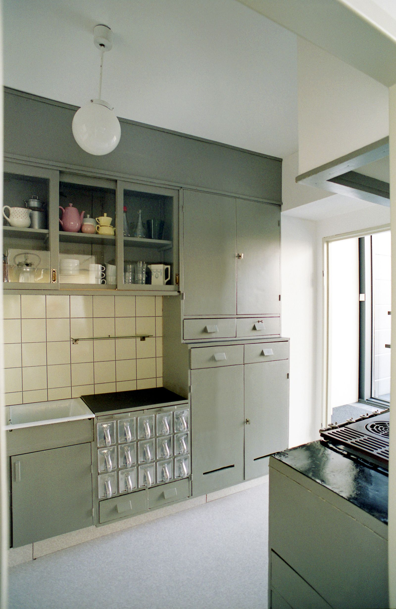 Search 1950s From Counter Space At The Moma Kitchen Interior Modern Kitchen Bauhaus Interior
