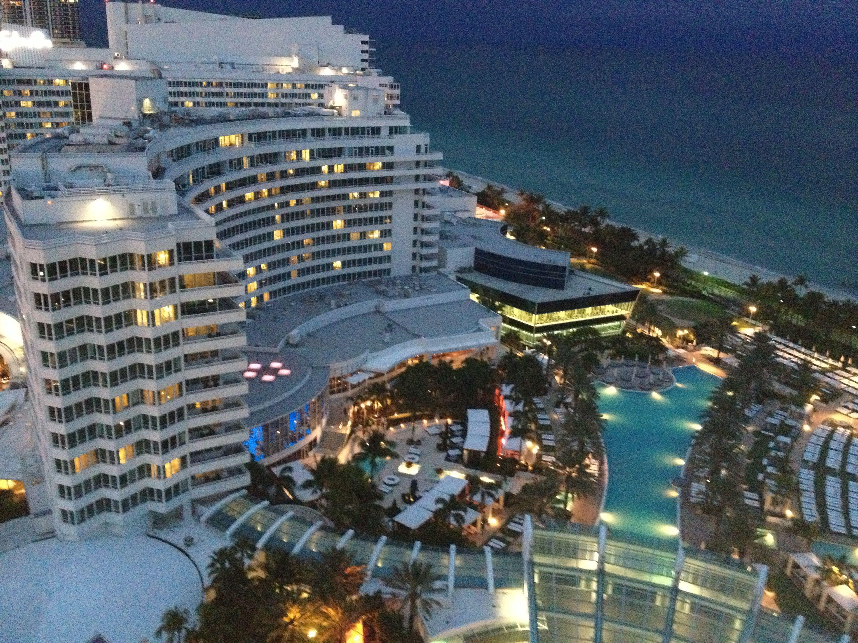 A Party Hotel Gr8 Pools Beach Restaurants Night Club Fountain