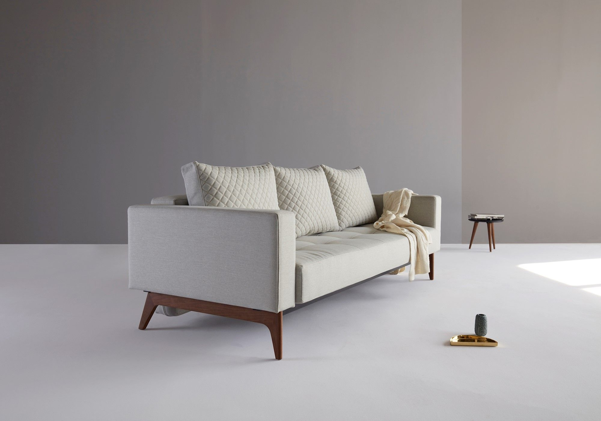 Cassius Quilt Deluxe Walnut Mixed Dance Natural Dark Wood Deluxe Sofas Danish Design Sofa Sofa Colors