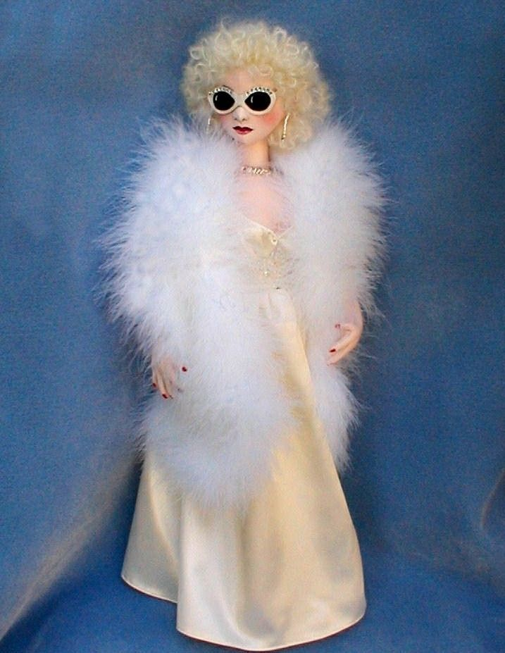 "PAPER *NEW* CLOTH ART DOLL PATTERN /""HONEY HOLLYWOOD/"" BY SYLVIA SCHORR"