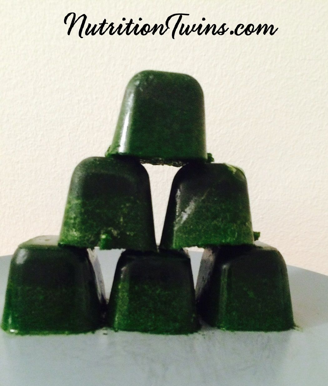 Kale and Spinach Cubes   Easy Way to Get Greens & to Add them to Smoothies   No worry of Veggies Going Bad   Only 20 Calories   @ModernMomOnline