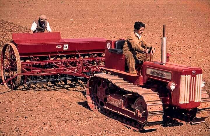 Ih Crawler Vintage Tractors Farmall Tractors Old Tractors