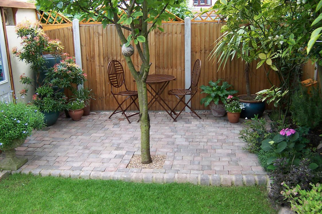 diy small patio makeovers | Backyard, Backyard Landscaping Ideas ...