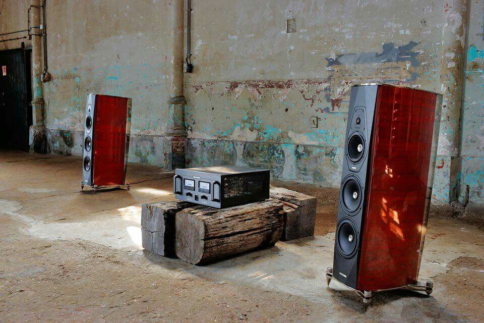 sonus faber amati futura audio pinterest audio speakers and audiophile. Black Bedroom Furniture Sets. Home Design Ideas