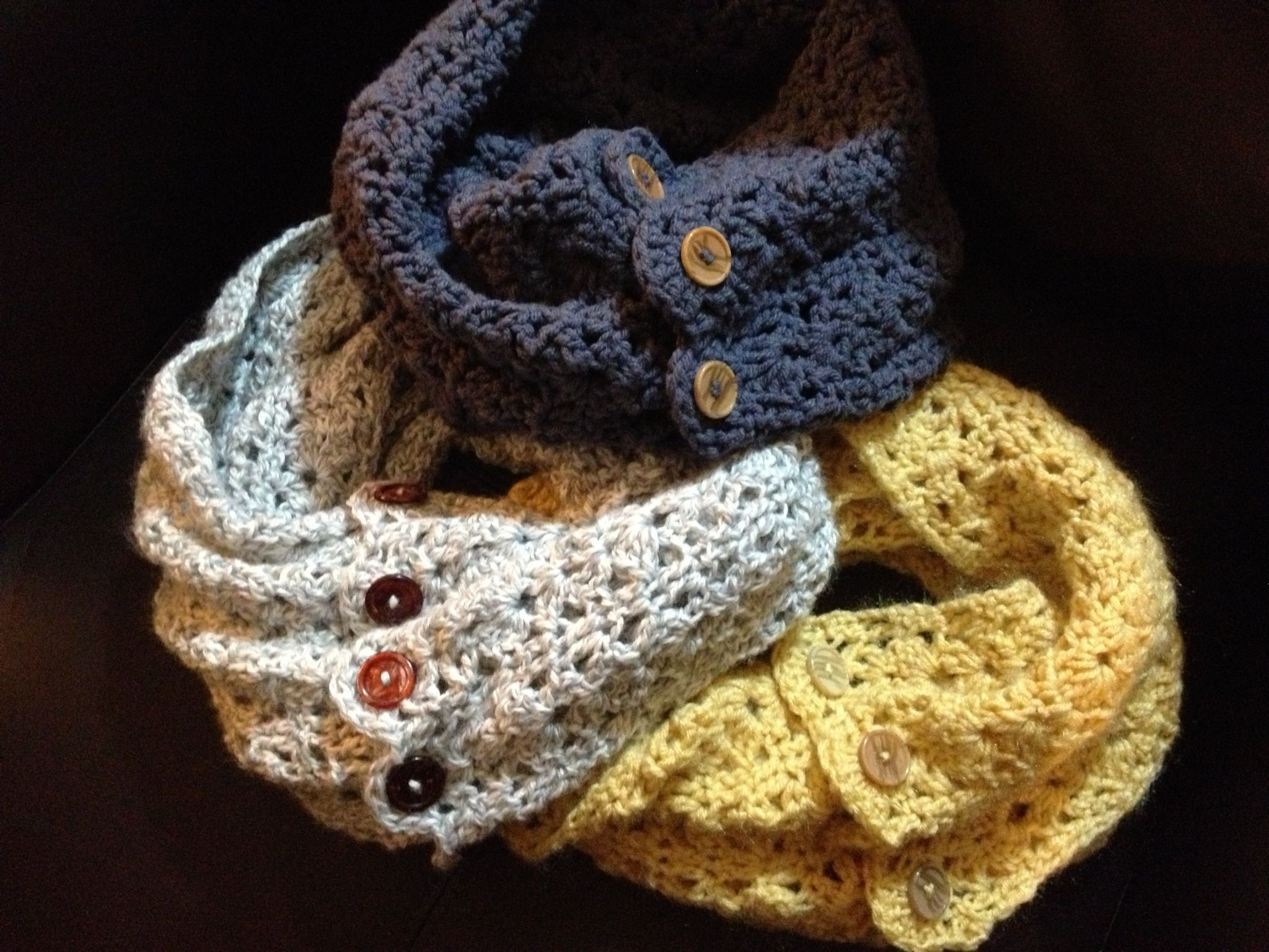 Crochet Pattern For Infinity Scarf With Buttons : Best 20+ Crochet infinity scarves ideas on Pinterest ...
