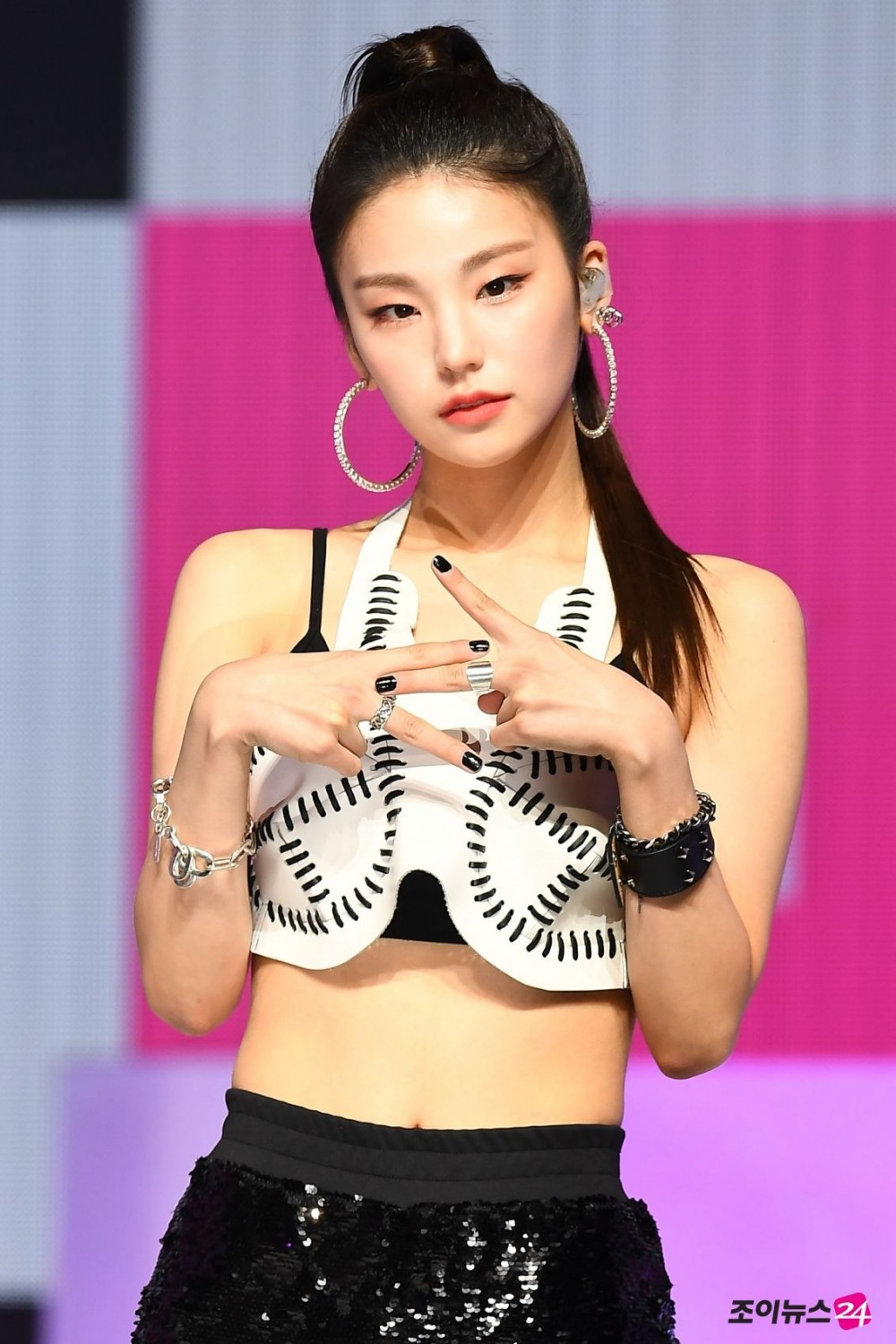 Tallest Female Kpop Idols Itzy Female Kpop Fashion Outfits