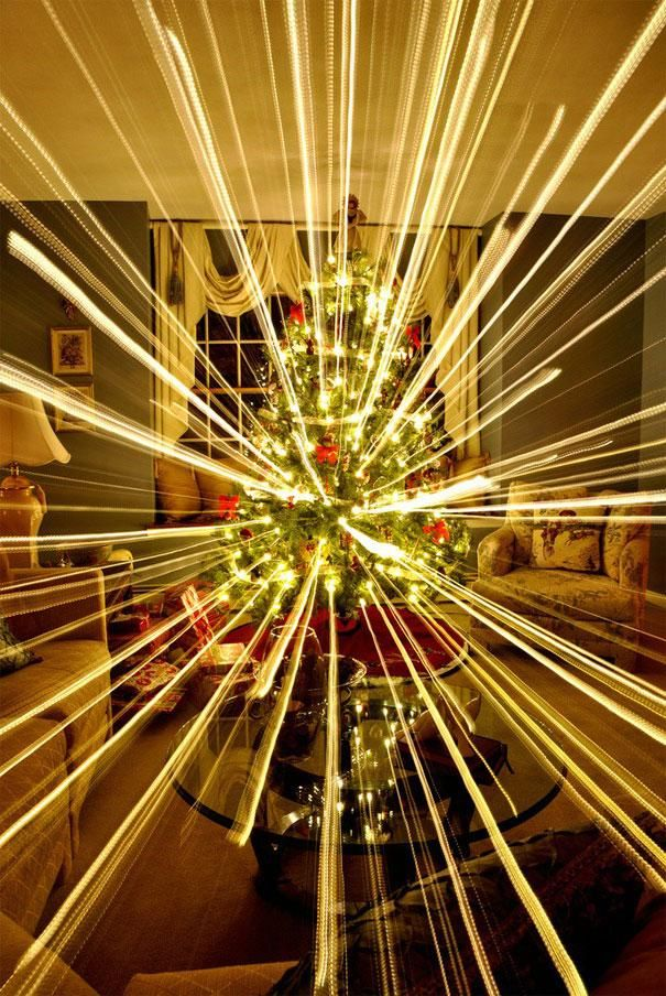 Long Exposure Photography While Zooming Out = Awesome Christmas Trees (8 Pictures)