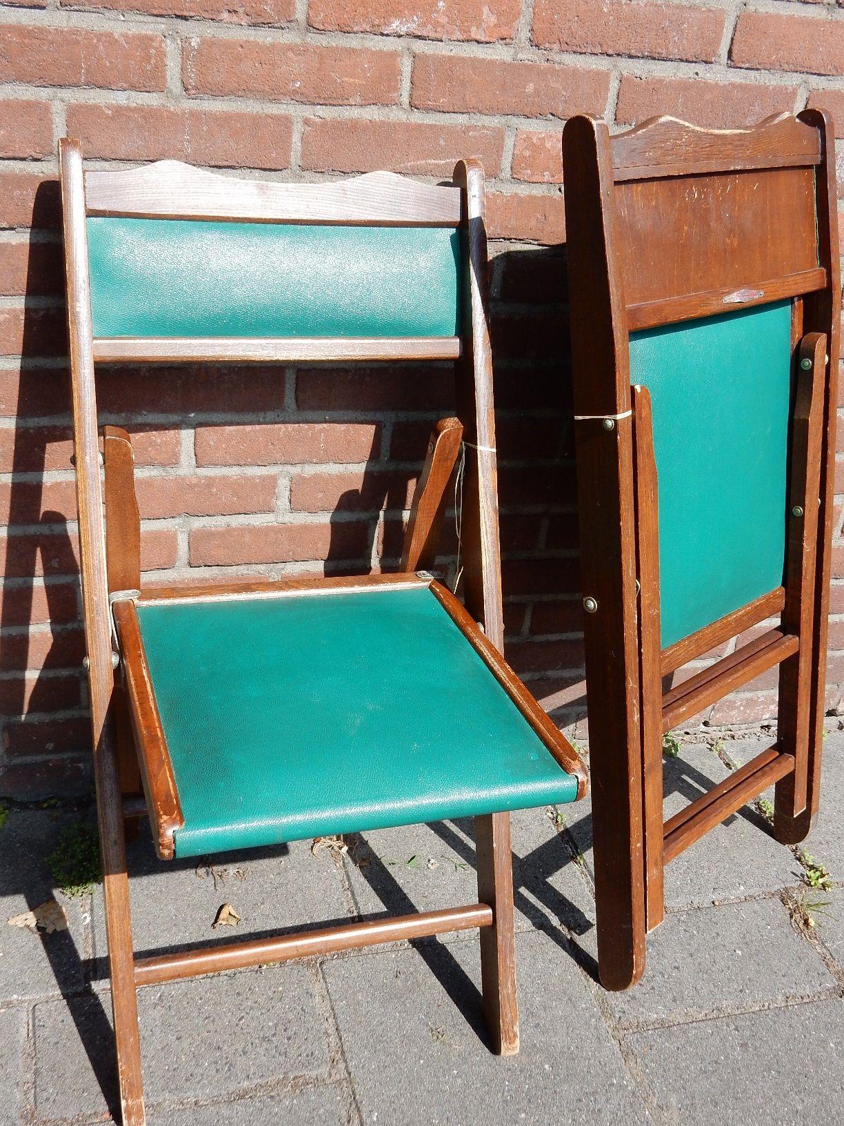Klapstoel Met Leren Zitting.Twee Vintage Klapstoelen Van Hout Met Groen Sky Lederen Rug En