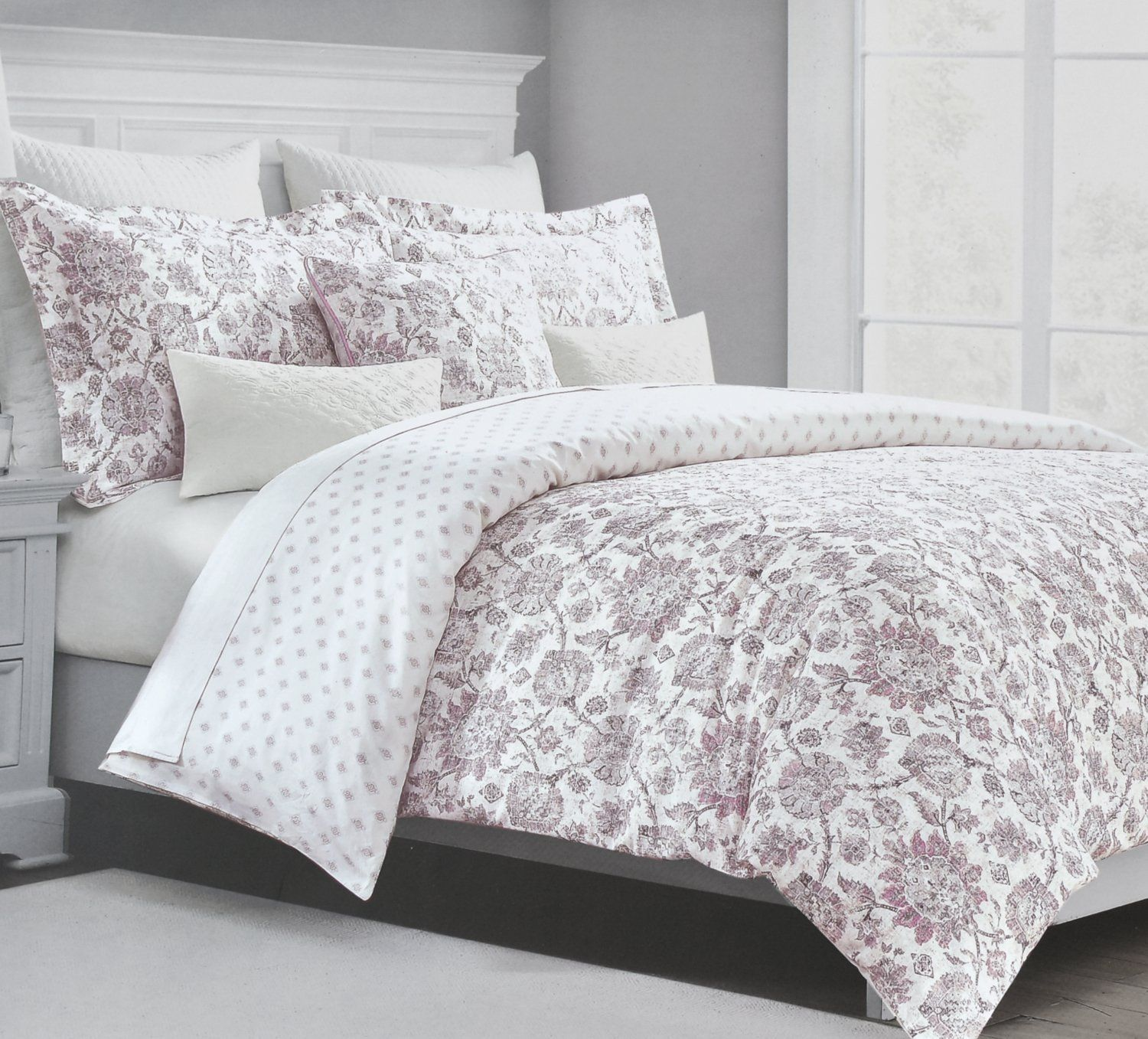 Tahari Home Vintage Damask Ornate Scroll
