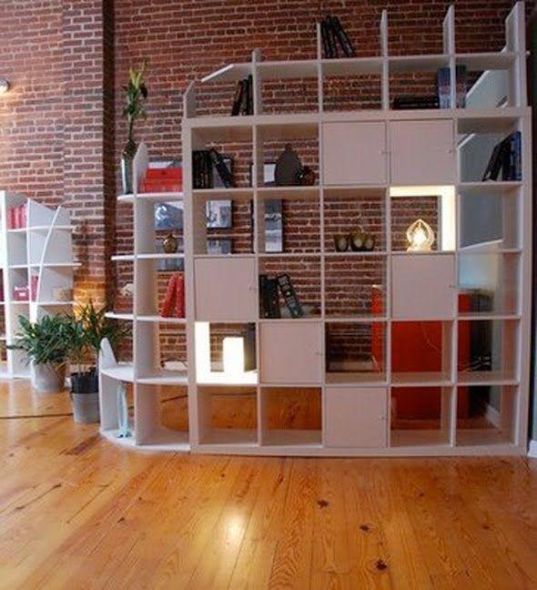 Mobili Divisori Per Soggiorno Ikea.20 Idee Per Usare Gli Scaffali Ikea Come Separe Lasciatevi Ispirare Pareti Divisorie Divisori In Tessuto Divisorio A Libreria