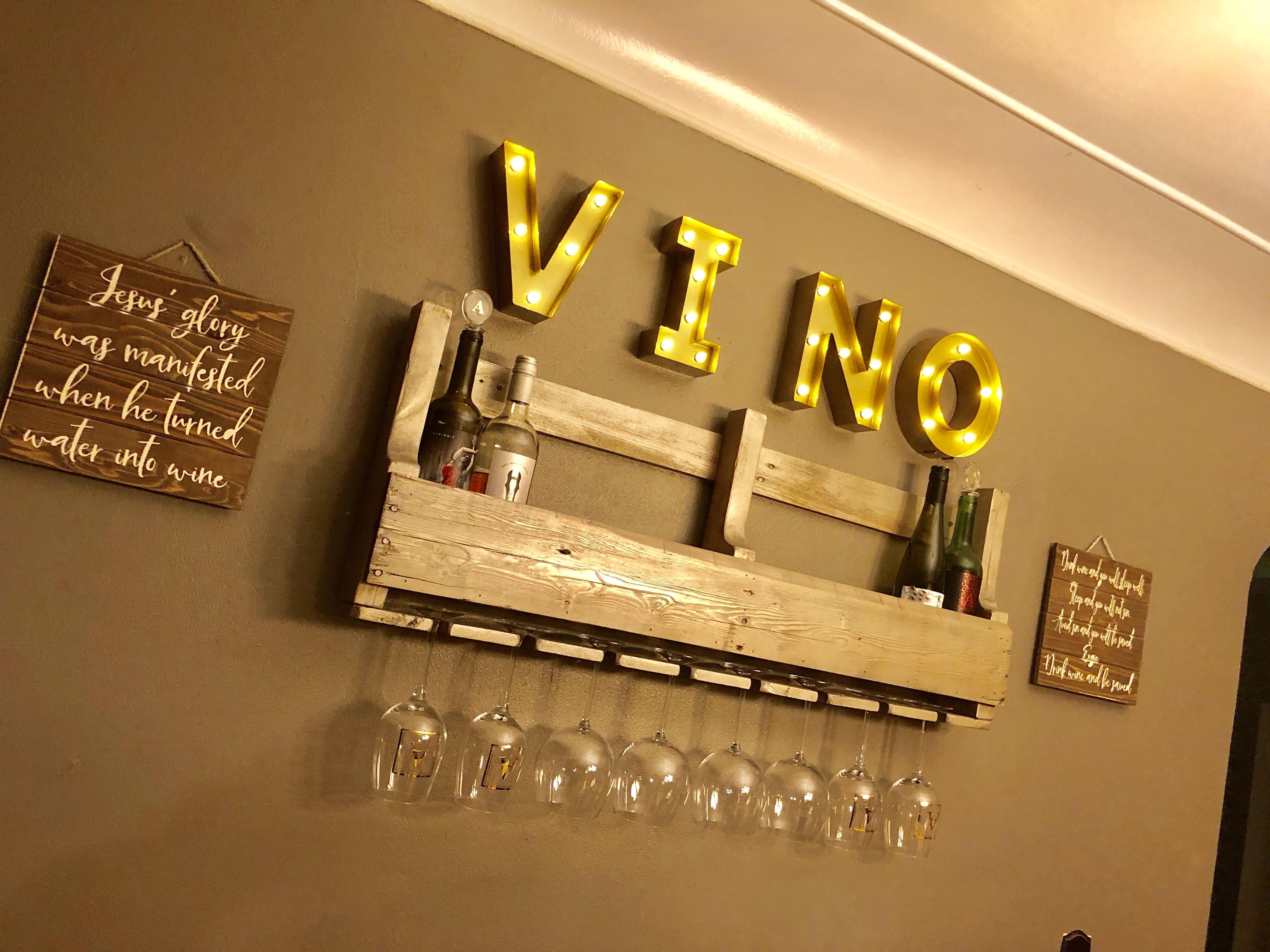 DIY pallet wine rack and wall decor | Home Decor | Pinterest ...